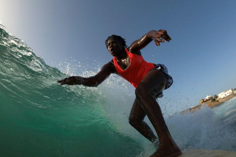 Khadjou Sambe Surfeuse