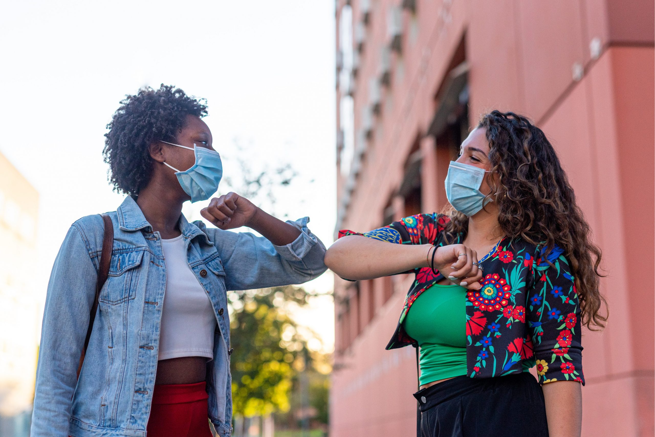 Femmes noires portant des masques